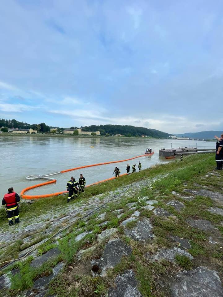 Öltreiben auf der Donau